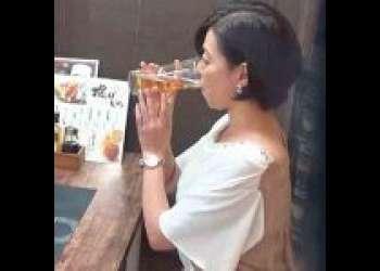 【熟女ナンパ】『おばさんを酔わせてどうするつもりぃ♡』ぽっちゃり巨乳な四十路人妻がナンパされて泥酔状態でNTRなエロ動画