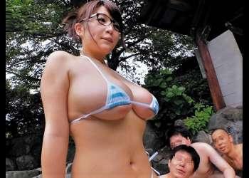 【後藤里香】爆乳メガネっ娘JDと混浴露天風呂がある絶景の温泉地で露出デートを敢行!たわわに実ったIカップの巨乳輪ロケットおっぱいが最高!