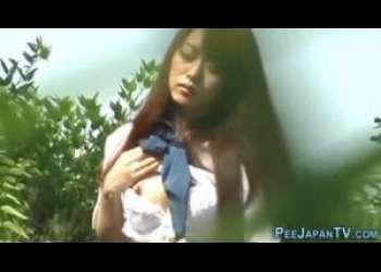 [JK失禁オナニー]アイドル並みに可愛いセーラー服JKが野外でオナニーしてオシッコお漏らししてパンツがびしょ濡れ