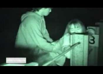 【JK野外盗撮】夜にJKカップルを発見したから追ってみたら線路脇の暗がりでエッチし始めちゃったから隠し撮りしたった