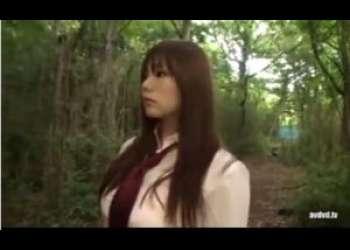 【JK野外】山奥の森の道を歩く乳輪デカ乳制服JKは一緒に来ていた男に要求されて青姦をすることになった