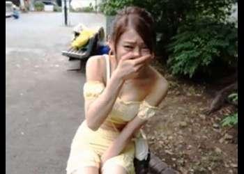 「アァア!いぐゥ!」膣にリモバイ仕込まれたビッチが昼間の公園で昇天する野外調教!