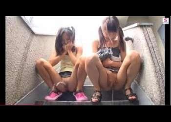 【やばすぎ!JC痴漢映像】ちびっこータ女性中学生が近所で放尿プレイ!おマンコ広げて中まで開発されちゃう!