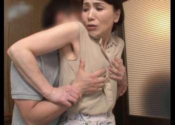 【還暦おばさん】62歳のお母さんが息子と禁断交尾『戸惑いと羞恥心を越えた先にはwww』快感を貪り腰を振る奥様!