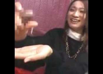 【赤面手コキ】「え〜無理です!」21歳美女が戸惑いながら手コキザーメン射精へ導く【センズリ鑑賞/ガチ素人/ナンパ】