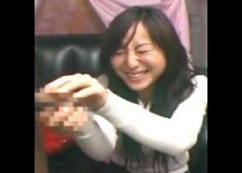 【赤面手コキ】「えっ、触るんですか!?」広末涼子似のOLが戸惑いながら手コキ!大量射精/センズリ鑑賞/素人AV出演