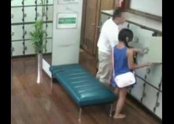 父親と一緒に男湯に入った少女w親の知らないところでレイプされてしまうww!勃起不可避のいい女