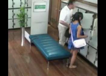 銭湯に来ていた幼い少女を無理矢理犯した!即抜け確実な激エロ動画