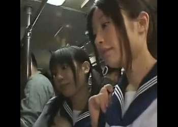 バスの中で学校帰りの美少女JKに痴漢!今晩のおかずに決定のめちゃシコ動画