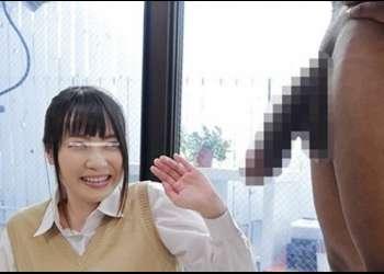 【無料エロ動画】マジックミラー号 女子高生野球部マネージャーを黒人規格外のデカマラで寝取り!バックからの膣奥大量中出しは圧巻‼