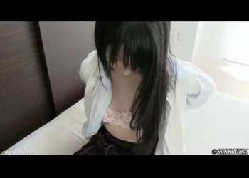 アへ顔で感じまくる女子校生の少女!制服を着せたままキレイなマ〇コにデカチンを挿入w