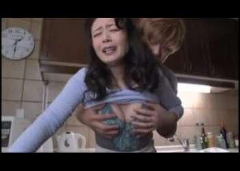 【三浦恵理子】いけないわあの子はいい子なのよ♪娘婿が義母をキッチンで襲って母子相姦しちゃうなんて