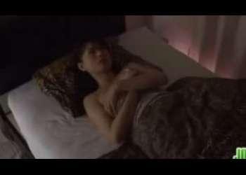 【三浦恵理子】妖艶熟女が寝室ベッドで本気オナニー…終わった後に指を舐めるなんて上級者だわ