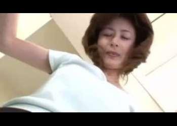 【三浦恵理子】お母さんが家の中でノーパンでしかもミニスカでいるもんだから息子は興奮がマックスになっちゃってついつい母子相姦