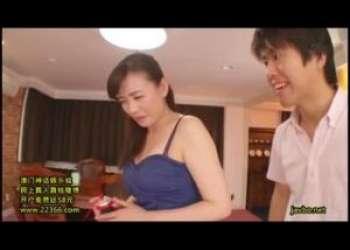 【三浦恵理子】ローションのセールスレディはお客さんにエッチなことされちゃう定めなのか…それともこのおばさんがそうなるように誘導しているのか