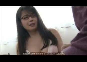 【三浦恵理子】メガネ熟女の家庭教師が教え子に下着姿を見せてあげたら…それを見てセンズリをこき始めたからまいっちんぐ