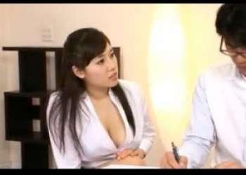 【長澤あずさ】痴女な家庭教師に巨乳おっぱいを見せ付けられて手コキされる男子生徒…勉強そっちのけでこんなこと教えてんのな