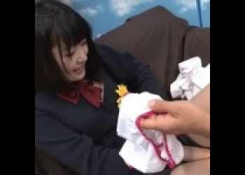 制服姿の美少女JKがマジックミラー号で電マとクンニと足舐めされてまんこ濡らして感じまくる