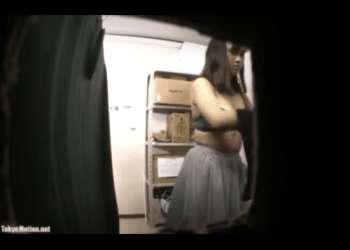 無料盗撮動画:バイト先更衣室を監視カメラで盗撮!可愛いJKの着替え