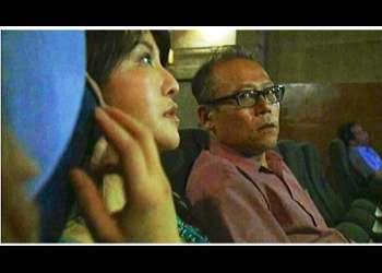 【ヘンリー塚本+浅野舞香+熟女】ピンク映画館で隣の客のチンチンを触る人妻です【人妻+客+エロドラマ】