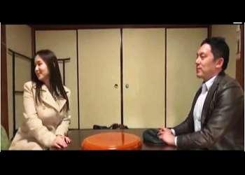 【ヘンリー塚本+瀬戸すみれ+熟女】美人とイケメン男が温泉旅館にこっそりと不倫旅行です!人目を気にしないでヤリまくりです【人妻+愛人】