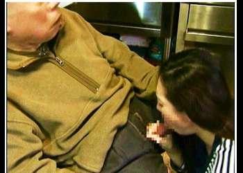 【FAプロ】本当に猥褻な祖父の竿をしゃぶる奥さま!障害者になった旦那の世話で疲れてます。【エロ,動画,女+henry】