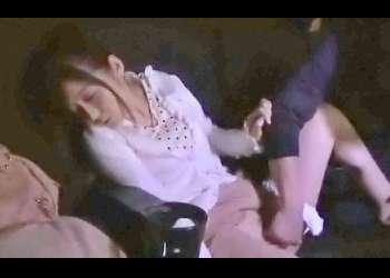 映画館で上映中に隣の男に激しい痴漢されて声も出せずに逝かされた若妻