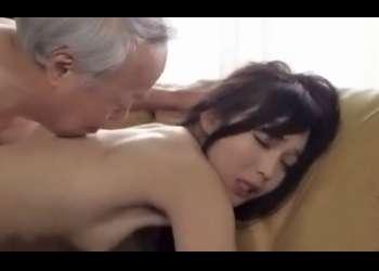 顔見知り老人の枯れ具合に惹かれ老人性愛に目覚め靭やかな躰を痙攣させ逝き果てる人妻