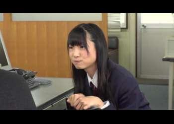 黒髪ロングヘアーの美少女JKが中年男にキスして誘惑!おっさんのエロテクに悶えまくる