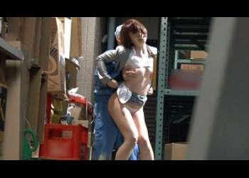 ●清掃員に扮した変態男が、ミニスカートで挑発するような格好のOLの痴態を盗撮する!