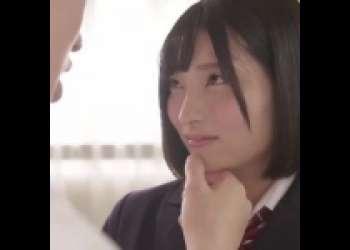 【ピュア感溢れる】制服姿のボブヘア美人学生ちゃんが教室でチンポを美味しそうにしゃぶって鬼ハメ濃厚ピストンで中出しされる 》濡れまん