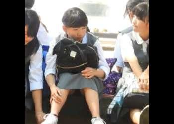 『JC盗撮!?』女子中学生っぽい見た目の女の子達を盗撮しちゃった激ヤバ映像!