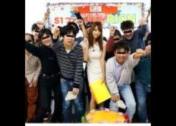 『RION(安齋らら)』集まったファンに凄テクを披露♡ファン感謝祭!素人解禁して10人相手にチンポシゴキ♡