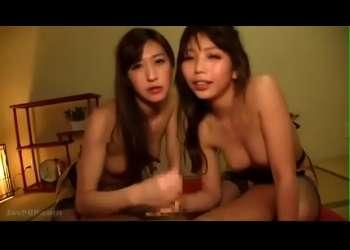 可愛い温泉コンパニオンを部屋に呼んで3Pセックス