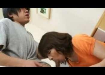 【矢部寿恵】息子の部屋で自分のブラジャーを発見した母!ギンギンになったチ〇ポを無理矢理咥えさせられる!