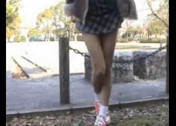 [JS]【個人撮影で削除注意の犯罪動画マニア向け】ギャル系ショートカットスレンダー女子小学生が野外で放尿プレイ