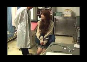 [エロ動画]【茶髪ギャル】診察にきた制服JKに先生の大きい肉棒治療!!診察台の上で感じる女子高生に無許可で種付け