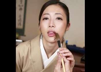 【阿部栞菜】品良く清楚な表の顔とは裏腹、形の良い乳首と手コキで勃起させ「いれていい?」チンポを貪る和服美女主観VR