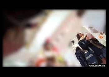 【盗撮】ショップや駅の階段にいたJK達をこっそり逆さ撮りしてミニスカから見えるパンチラを覗き見!