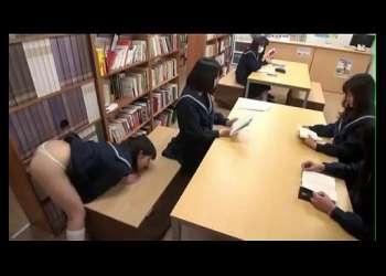【有本紗世×早坂リア】学校の机や壁に急に生えてきたチンポにJKはフェラや即ハメで性欲解消!