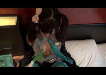 【個人撮影】ホテルに連れ込んだ素人巨乳美少女に初音ミク姿にしてHな撮影会開始!