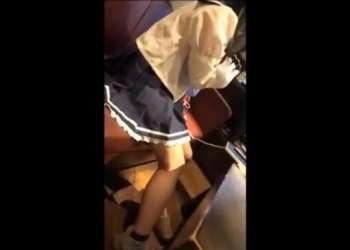 可愛いロリ少女が制服のままカラオケBOXでおやじと援交!スマホで撮られた濃厚フェラ!何度でも見たくなるエロ動画