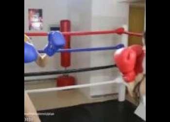 巨乳の美女同士がガチボクシング!プライドがぶつかり合うパンチの応酬!