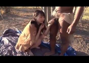 なつめ愛莉《民族プレイ》パイパン美女が巨根を求め海外遠征 原住民と青姦!あまりの巨根に絶叫ファック!!