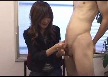 恥じらい手コキ!21歳の美人で良スタイルなカフェ店員のおねえさん裸の男を手コキで射精させてあげる♡まなみ21才〖CFNM手コキ〗