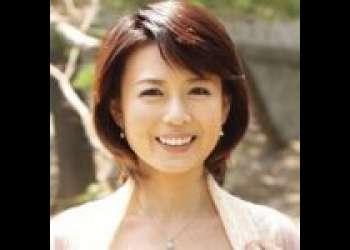 【三浦恵理子】今やSSS級の美熟女優の初々しいデビューフェラチオ&オナニー。バイブで自分のおマンコを責め立てる