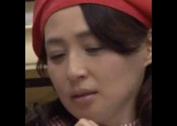 【安野由美】パン生地ではなく熟女を突いた!パン屋でバイト中の人妻、休憩時間に若い肉棒を完熟マンコで包む。