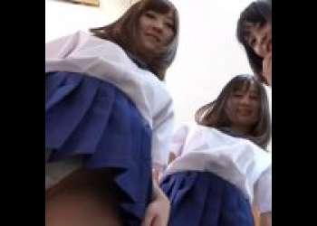 【紐パンJKに見下されたい!】パンツやお尻やおっぱいをどんどん見せて誘惑してくる4人組!逆レイプしてくる!