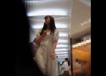 【パンツ逆さ撮り】ロングスカートでも関係ないっ!高画質カメラで美少女のパンチラ盗撮!