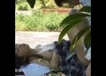【盗撮】公園のベンチでセックスするJKカップル!ギャルのフェラがエロくて気持ち良さそう!